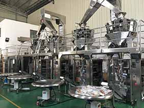 Vertical packing machine with weighers